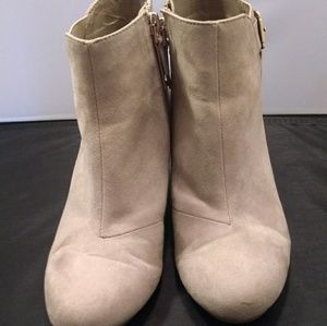 Sam $ Libby Tan Booties sz 8